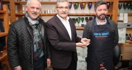 Başkan adayı Murat Aydın cam ustalarından süs yapımını izledi
