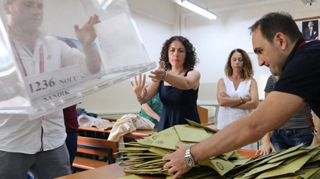 İstanbul'un Beykoz Çekmeköy ve Fatih ilçelerinde oylar yeniden sayılacak