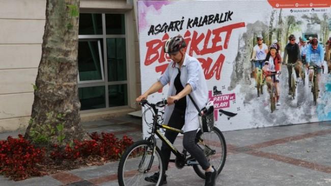 Belediye Meydanı'nda Temel Bisiklet Eğitimleri Sürüyor