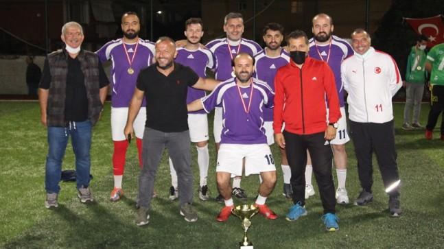 GÜMÜŞSUYU AYAK TENİSİ TURNUVASINDA FC SAPLANTI ŞAMPİYON OLDU
