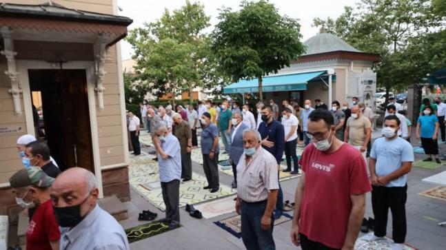 Protokol Üyeleri Beykoz Merkez Camisi'nde Vatandaşlarla Bir Araya Geldi